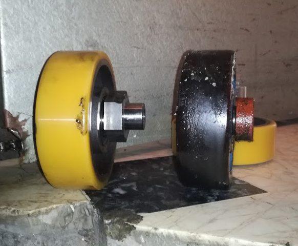 Ρόδες ολίσθησης υδραυλικού ανελκυστήρα.